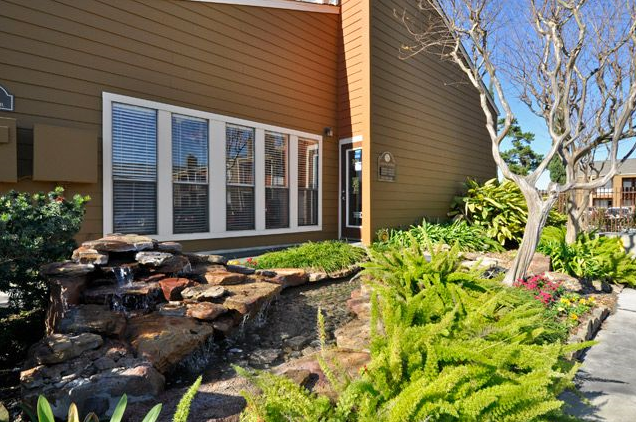Exterior at Listing #138361
