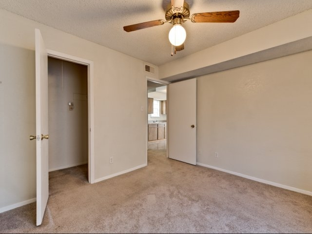 Bedroom at Listing #144873