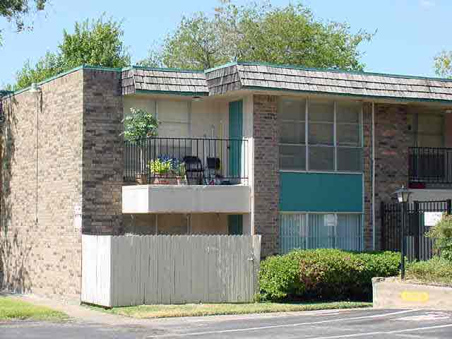 Exterior 2 at Listing #136100