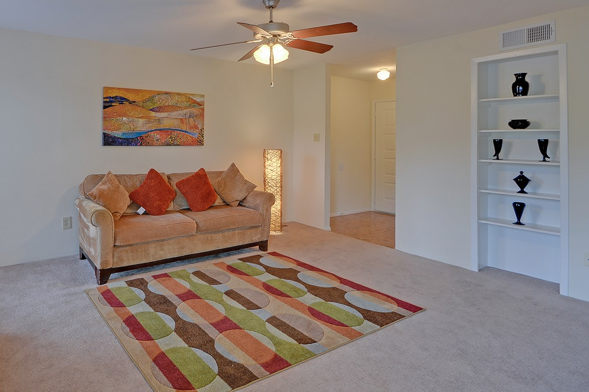 Living at Listing #138612