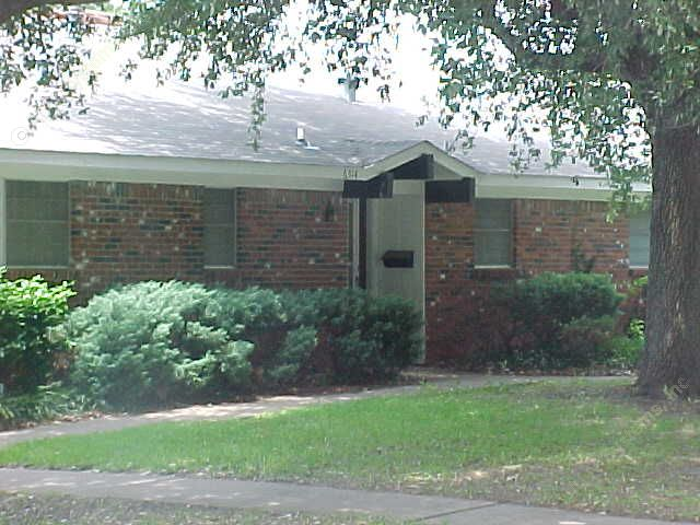 Exterior 4 at Listing #137078