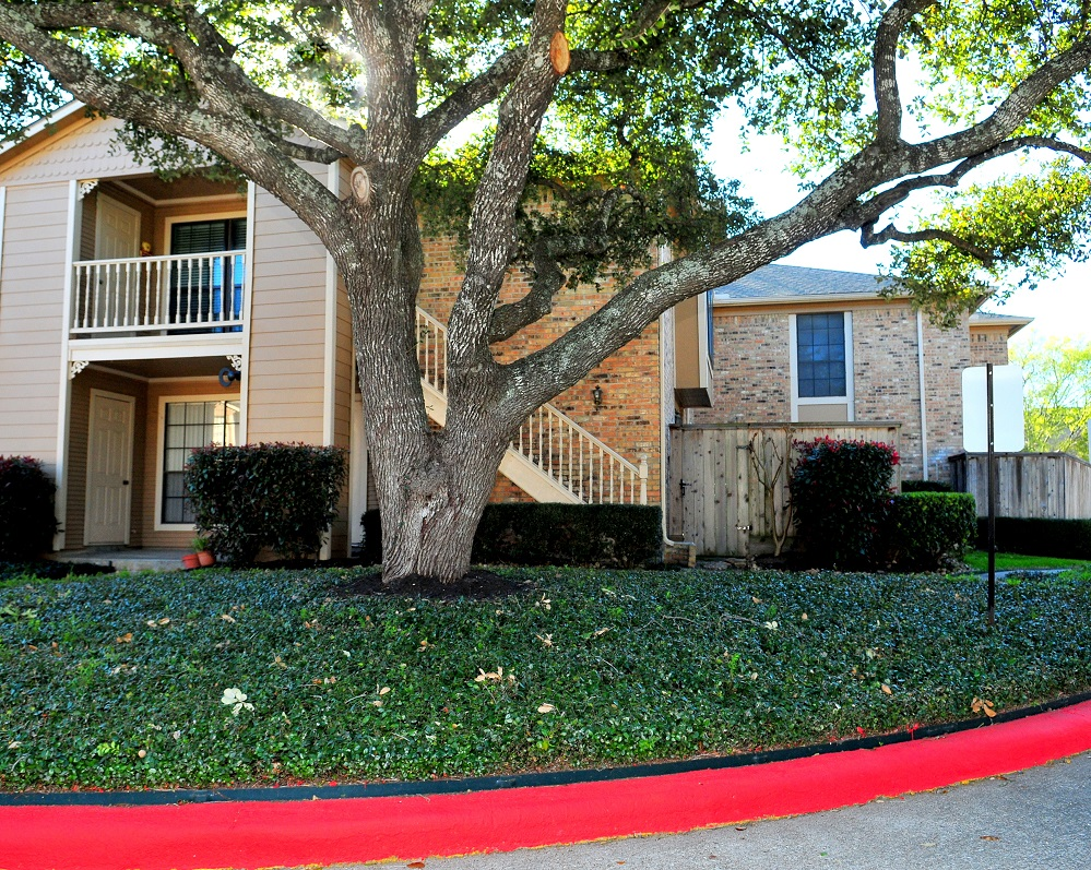 Exterior at Listing #139595