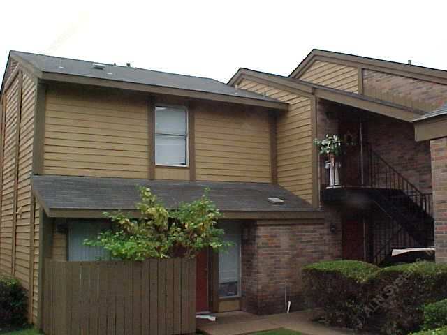 Exterior 4 at Listing #135761
