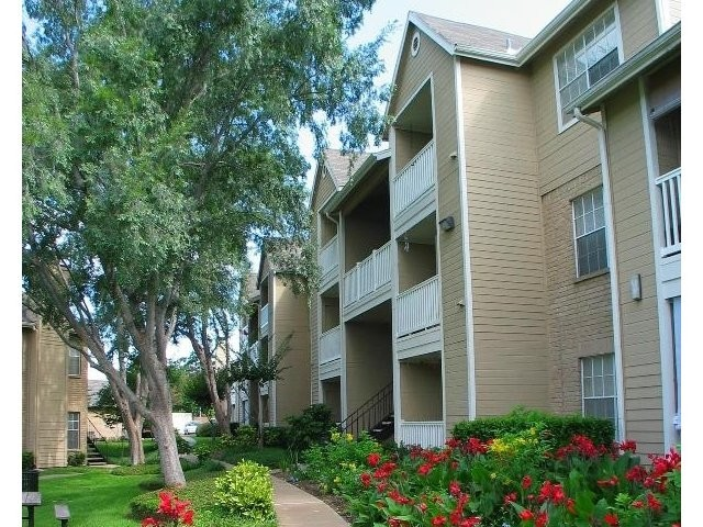 Pinnacle Property Management on Champions Crossing Apartments Austin  Tx 78758