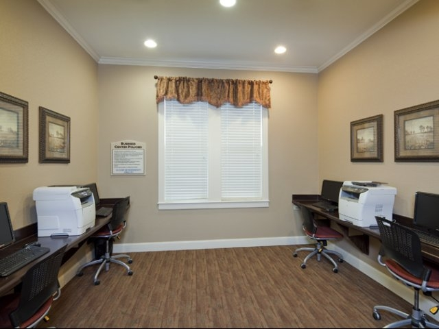 Business Center at Listing #150349