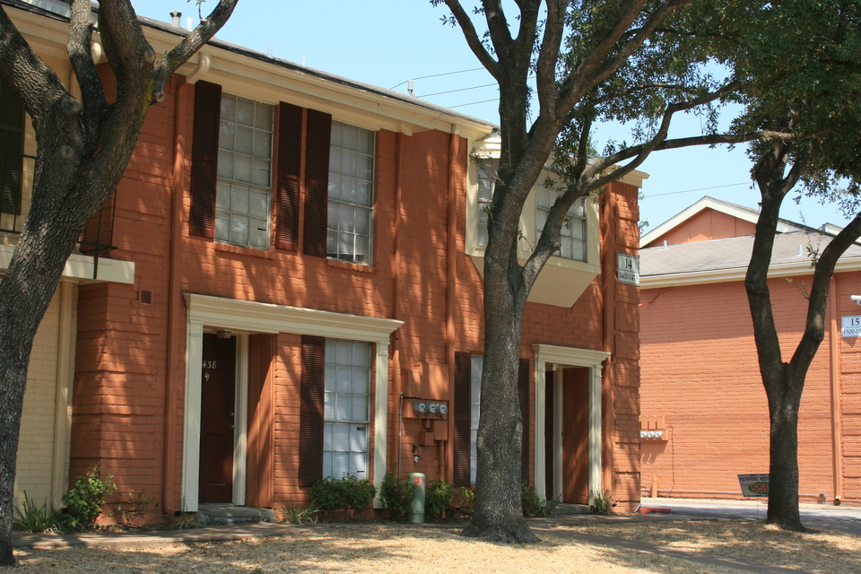 Exterior at Listing #139666