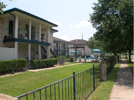 Exterior 2 at Listing #139986