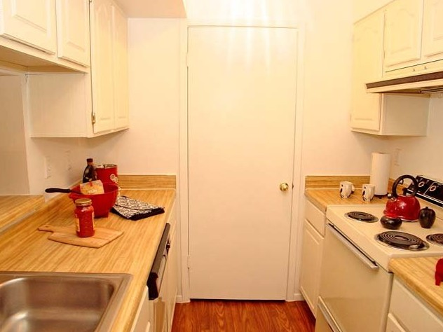 Kitchen at Listing #138639