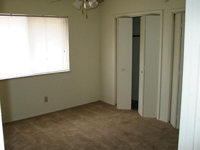 Bedroom at Listing #140436