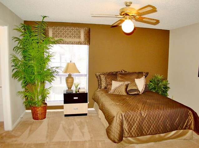 Bedroom at Listing #138533
