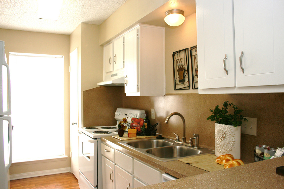 Kitchen at Listing #139666