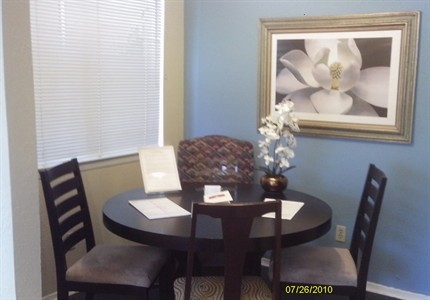 Dining at Listing #137310