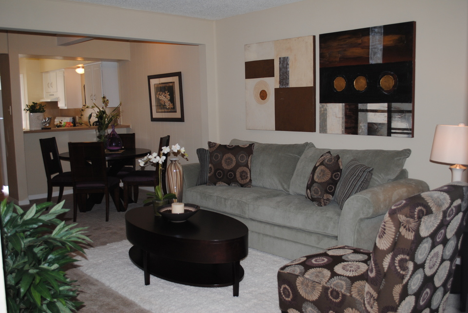 Living at Listing #139666