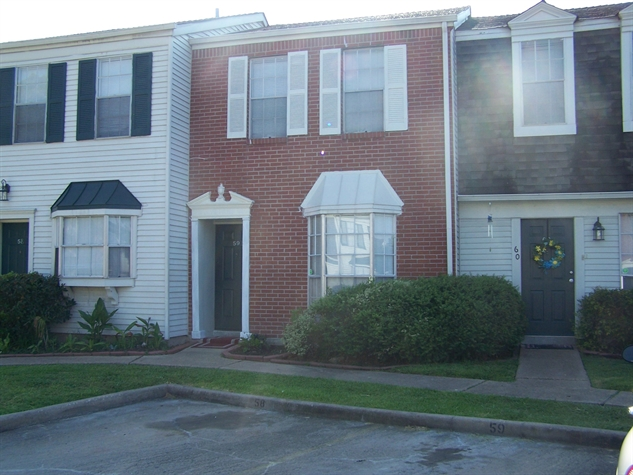 Exterior at Listing #139897
