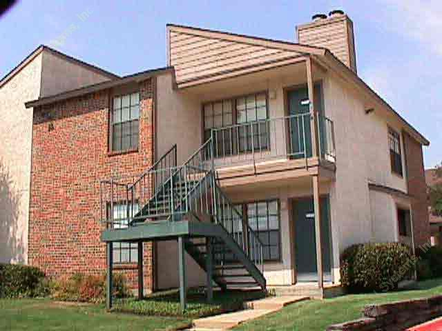 Exterior 3 at Listing #135689