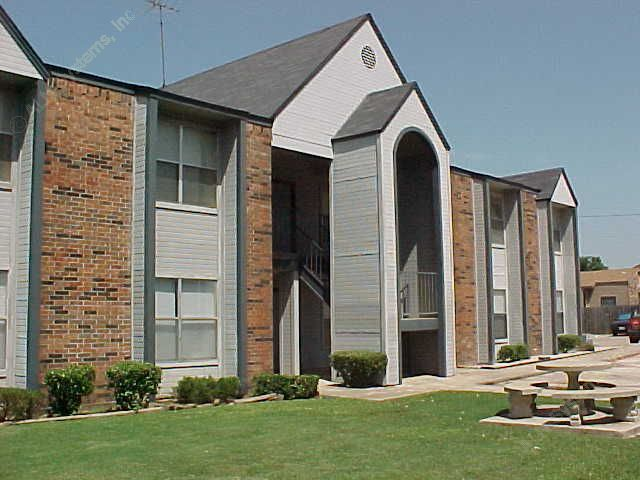 Crystalwood Apartments Denton TX
