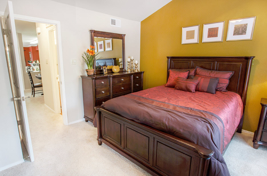 Bedroom at Listing #137573