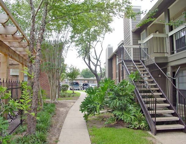 Exterior 1 at Listing #138639