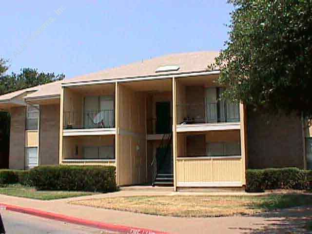 Exterior 2 at Listing #136935