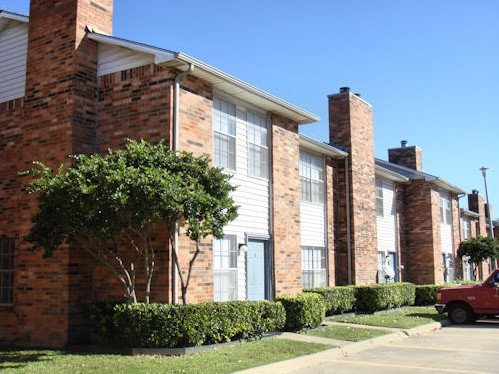 Exterior 4 at Listing #136338