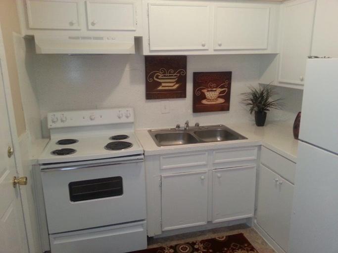 Kitchen at Listing #139482