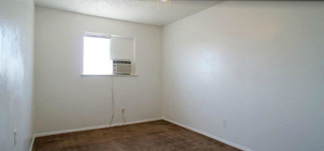Bedroom at Listing #152835