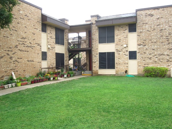 Exterior at Listing #138028